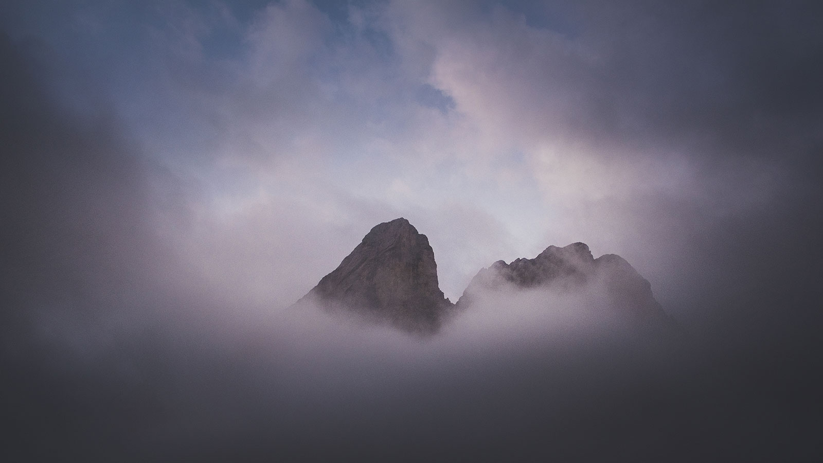 Durchblick. Nebel am Peitlerkofl, Dolomiten | Pauli Trenkwalder, Berge & Psychologie