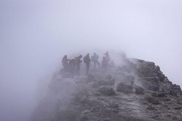 Gruppe im Nebel. Dolomiten |Pauli Trenkwalder, Berge & Psychologie