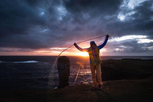 Zufrieden. Klettern in Schottland | Pauli Trenkwalder, Berge & Psychologie